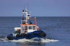 Barco a motor no mar Imagens de Stock Royalty Free