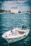Barco a motor no porto, separação, Croácia, filtro análogo fotografia de stock