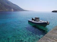 Barco na água claro Fotografia de Stock
