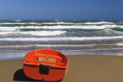 Barco na areia Imagens de Stock