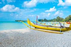 Barco na costa imagem de stock