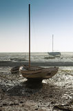 Barco na maré baixa fotografia de stock