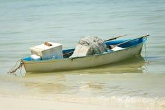 Barco na praia Imagem de Stock Royalty Free