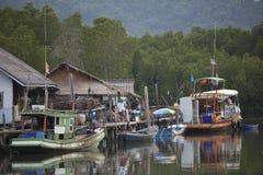 Barco na vila da pesca Foto de Stock Royalty Free