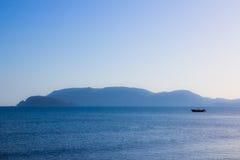 Barco na vista. fotografia de stock royalty free