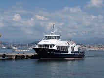 Barco no cais da ilha do Sainte-Marguerite Fotografia de Stock