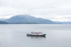 Barco no canal calmo Imagens de Stock