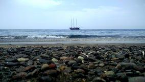 Barco no horizonte fotografia de stock royalty free