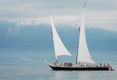Barco no lago Genebra foto de stock