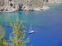Barco no mar claro Fotos de Stock Royalty Free