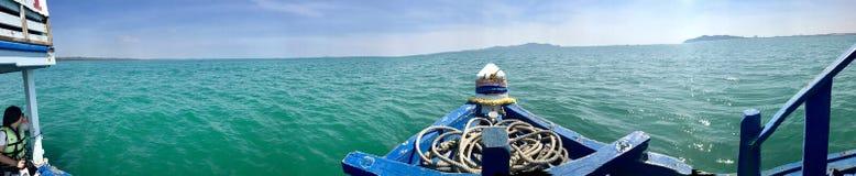 Barco no mar de Tailândia imagem de stock royalty free
