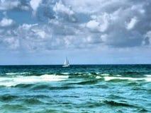 Barco no mar Mediterrâneo Imagens de Stock
