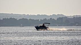Barco no mar vídeos de arquivo