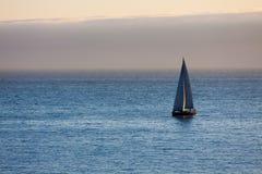 Barco no Oceano Atlântico na noite Foto de Stock Royalty Free