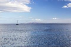 Barco no oceano em Madeira Fotos de Stock