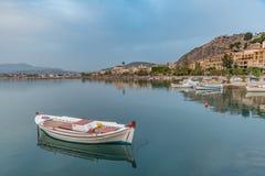 Barco no porto de Nafplio Fotografia de Stock