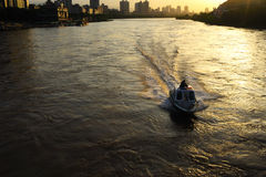 Barco no rio amarelo Fotografia de Stock Royalty Free