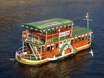 Barco no rio de Vltava, Praga Imagens de Stock Royalty Free