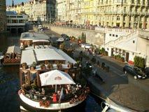 Barco no rio de Vltava, Praga Foto de Stock Royalty Free