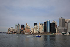 Barco no rio, Manhattan Foto de Stock Royalty Free