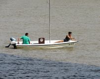 Barco no Rio Sava foto de stock