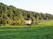 Barco no rio Trent no verão fotos de stock royalty free
