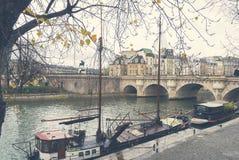 Barco no Seine em Paris Fotos de Stock Royalty Free