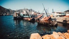 Barco, oxidação, água e barcos de naufrágio fotografia de stock royalty free