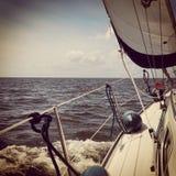 Barco Países Baixos da água da navigação de Ijsselmeer fotos de stock