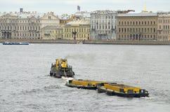 Barco para a recolha de lixo Fotos de Stock