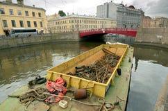 Barco para a recolha de lixo Imagens de Stock Royalty Free