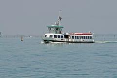 Barco para transportar a pasajeros Imagenes de archivo