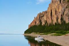 Barco perto da entrada a Lena Pillars National Park Fotos de Stock