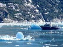 Barco pesquero de Alaska - fiordo de Tracy Arm Imagenes de archivo