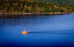 Barco pesquero, fiordo de Oslo, Noruega Imágenes de archivo libres de regalías