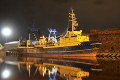 Barco pesquero iluminado Foto de archivo libre de regalías