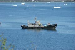 Barco pesquero tamaño pequeño fotos de archivo