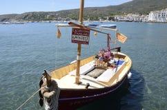 Barco pintoresco para el viaje turístico fotos de archivo