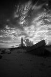 Barco por un faro Foto de archivo libre de regalías
