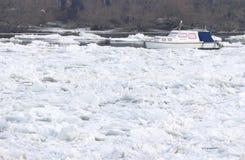 Barco prendido no Danube River congelado Imagem de Stock Royalty Free