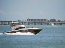 Barco preto e branco de Sportfishing imagens de stock royalty free