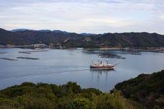Barco que dirige hacia fuera al mar imagen de archivo libre de regalías