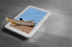 Barco que rema amarrado en la playa fuera de días de fiesta del concepto del marco imagen de archivo libre de regalías