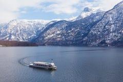 Barco que vuelve al muelle Fotografía de archivo libre de regalías