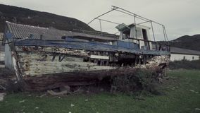 Barco quebrado velho filme