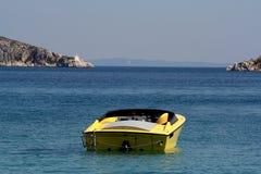 Barco rápido en el mar Imágenes de archivo libres de regalías