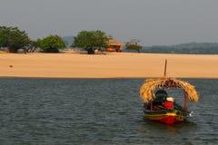 Barco rústico en el Amazonas/el Brasil Fotos de archivo