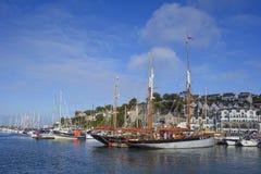 Barco rastreador Brixham Devon de la vigilancia Foto de archivo libre de regalías
