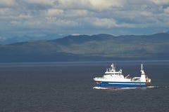 Barco rastreador de la pesca Foto de archivo libre de regalías
