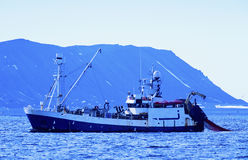 Barco rastreador del camarón Fotografía de archivo